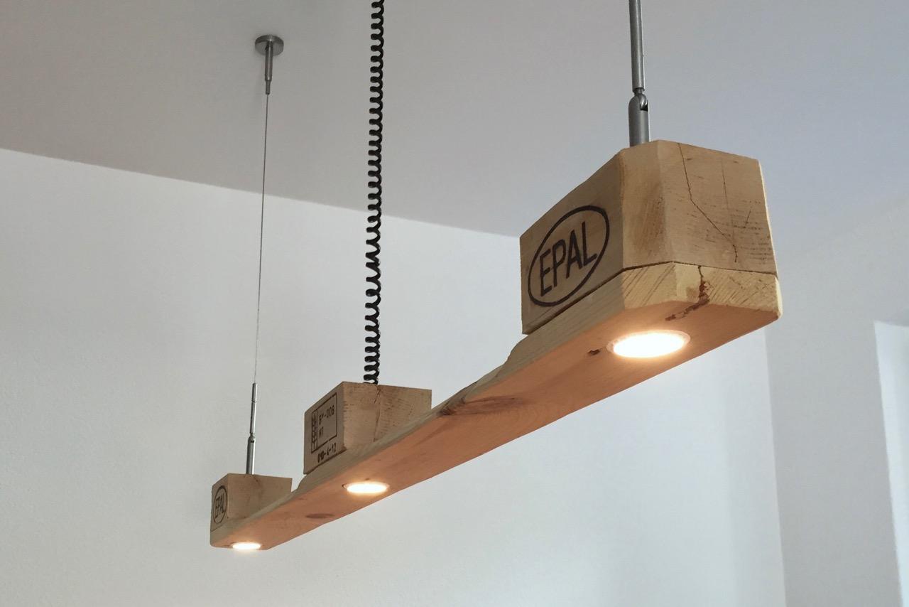 Palettenmöbel LED Lampe